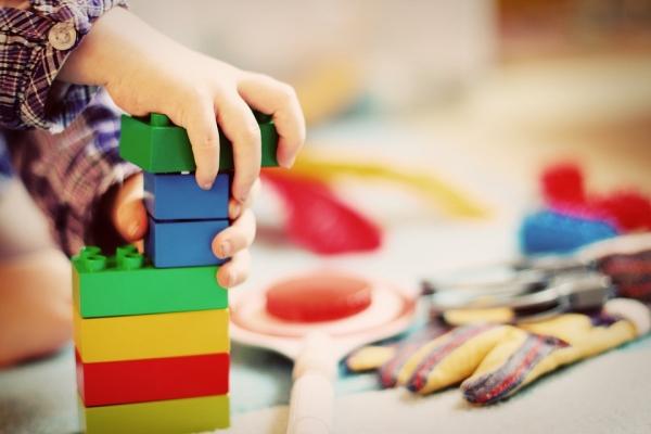 장난감을 비롯한 이물질을 삼키거나 코나 귀에 집어넣는 생활 속 안전사고로 인해 응급실을 찾는 환자가 급격히 늘어난 것으로 파악됐다. [사진=pixabay]