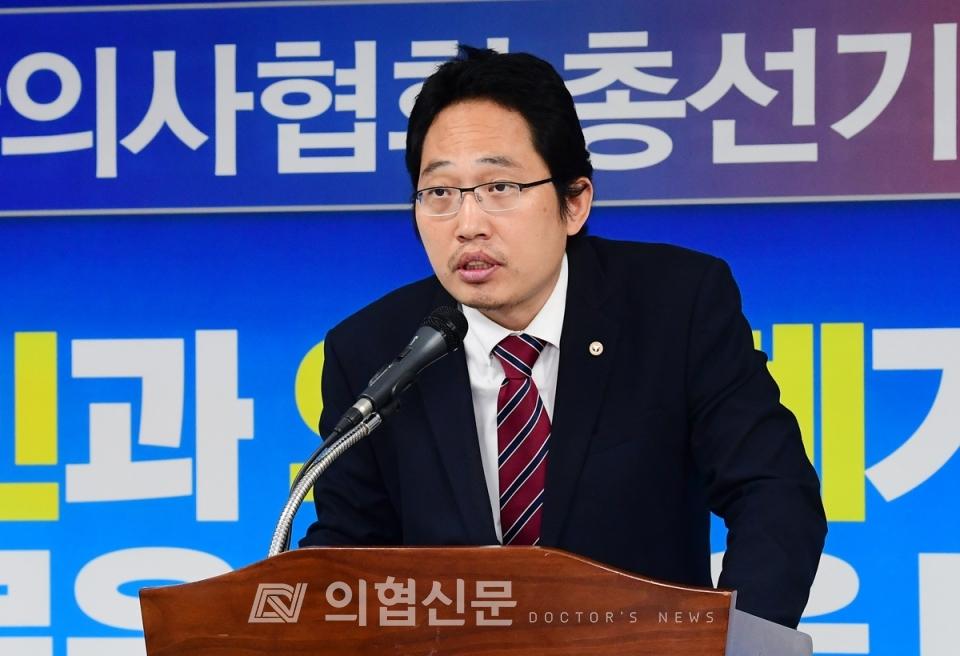최대집 대한의사협회장이 23일 개최된 대한의사협회 총선기획단 발대식에서 인사마을 하고 있다. ⓒ의협신문 김선경